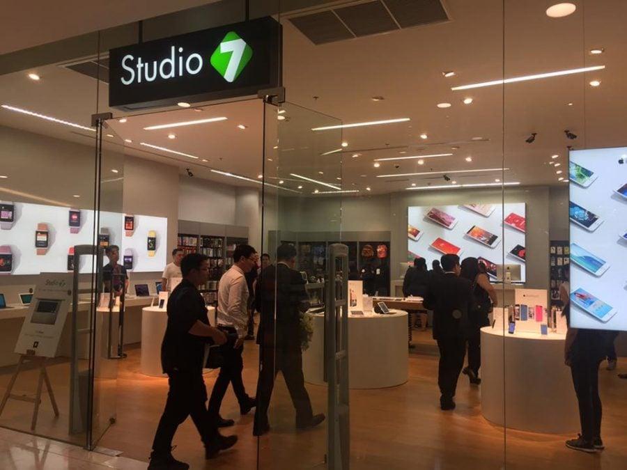 ภาพหน้าร้านที่ทำการปรับป้ายหน้าร้านของ Studio 7 // ภาพจากเฟสบุ๊ก Studio7Thailand