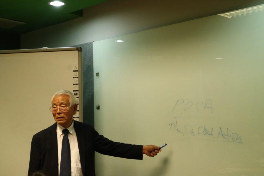 คุณลุงฮาเซงาวะ กำลังบรรยายขั้นตอนการทำ P
