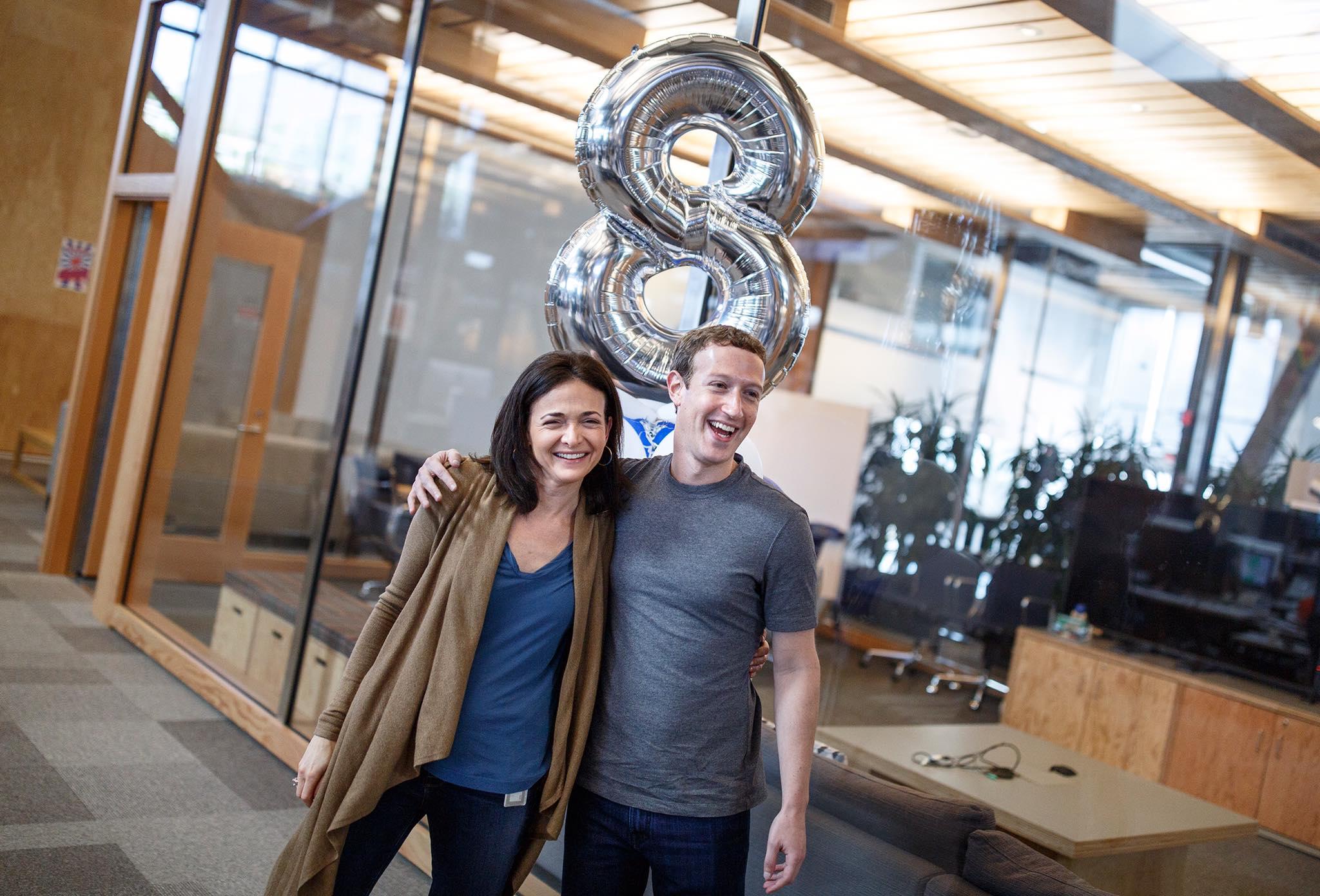 Sheryl Sandberg กับเจ้านาย Mark Zuckerberg - ภาพจาก Facebook
