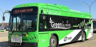 รถบัสไฟฟ้า หรือ Electric Bus สีเขียว