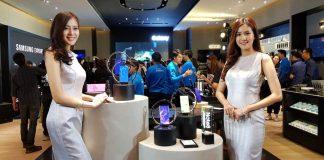 ภาพหน้าร้านของ Samsung Experience Shop ที่มี Galaxy Note 8 เป็นตัวชูโรง