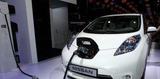 Nissan LEAF: ภาพจาก Shutterstock