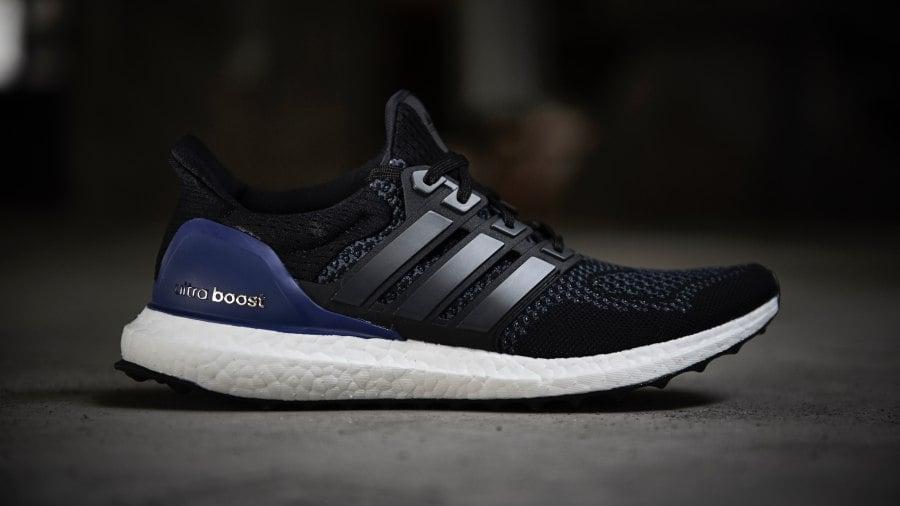 Adidas Ultra Boost สีดำ ม่วง พื้นขาว