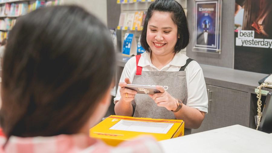 จุดบริการรับส่งพัสดุ DHL Service Point ในร้านซีเอ็ดบุ๊ค