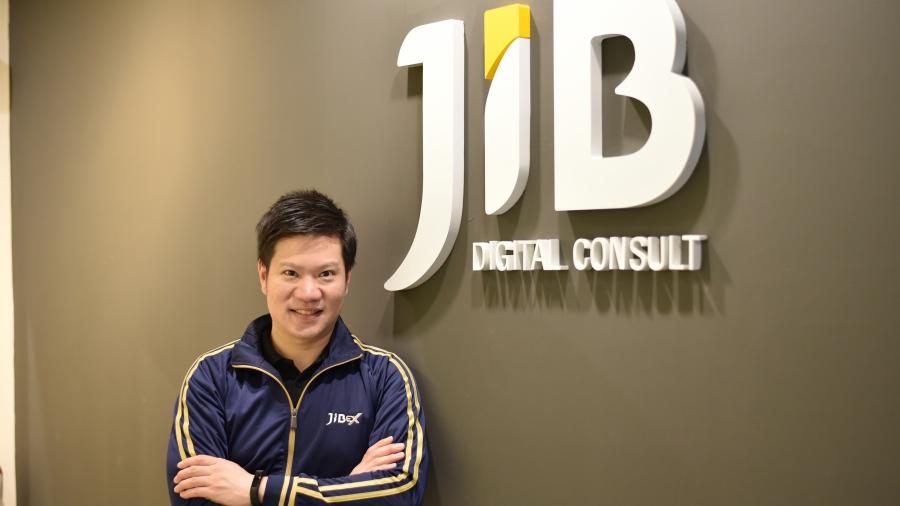 ดร.ธรรม์ธีร์ สุกโชติรัตน์ ประธานกรรมการบริหารบริษัท JIBEX ผู้เชี่ยวชาญด้านการบริหารงานด้านฟินเทค