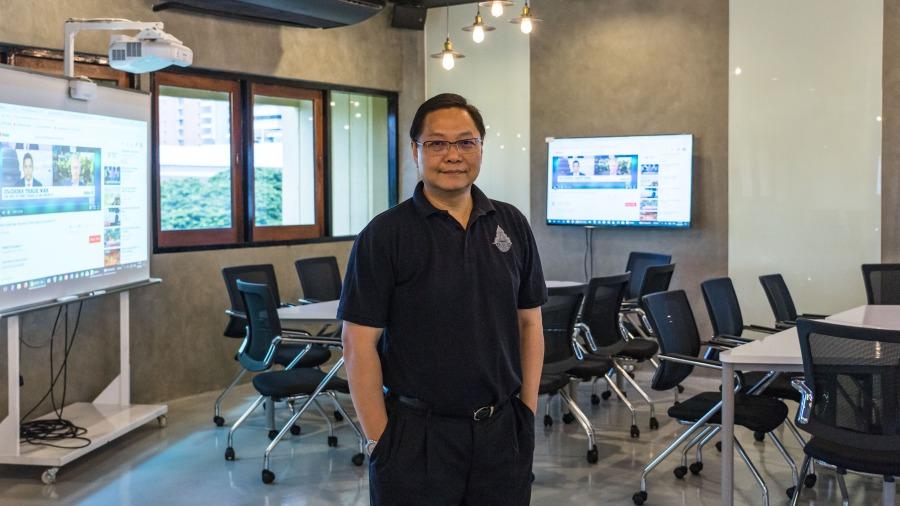 รศ.ดร.ชโยดม สรรพศรี คณะเศรษฐศาสตร์ จุฬาลงกรณ์มหาวิทยาลัย
