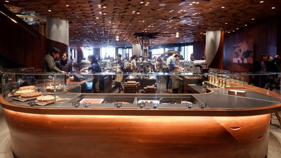 บรรยากาศในร้าน Starbucks Reserve Roastery Shanghai