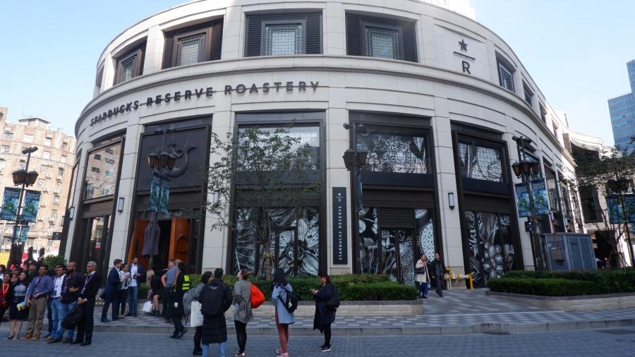 บรรยากาศหน้าร้าน Starbucks Reserve Roastery Shanghai