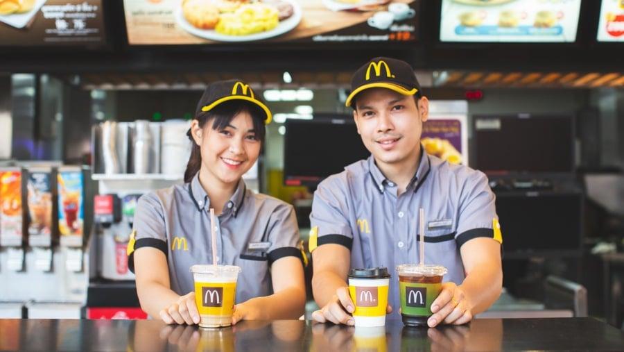 """คู่แข่งร้านกาแฟไทยมาแล้ว เมื่อ McDonald's เปิดตัว """"เฟรช บรู"""" กาแฟสดราคาถูก เริ่มต้นที่ 19 บาท"""