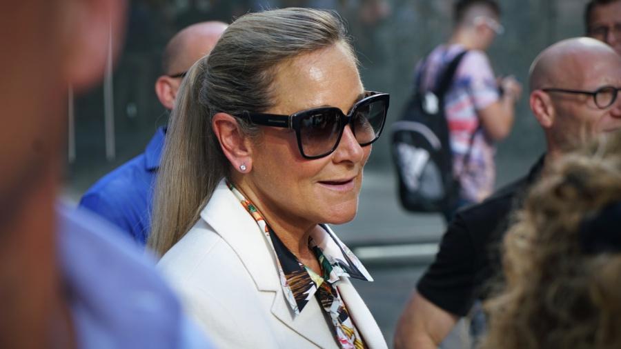 Angela Ahrendtsหัวหน้าสูงสุดฝ่ายค้าปลีกของ Apple