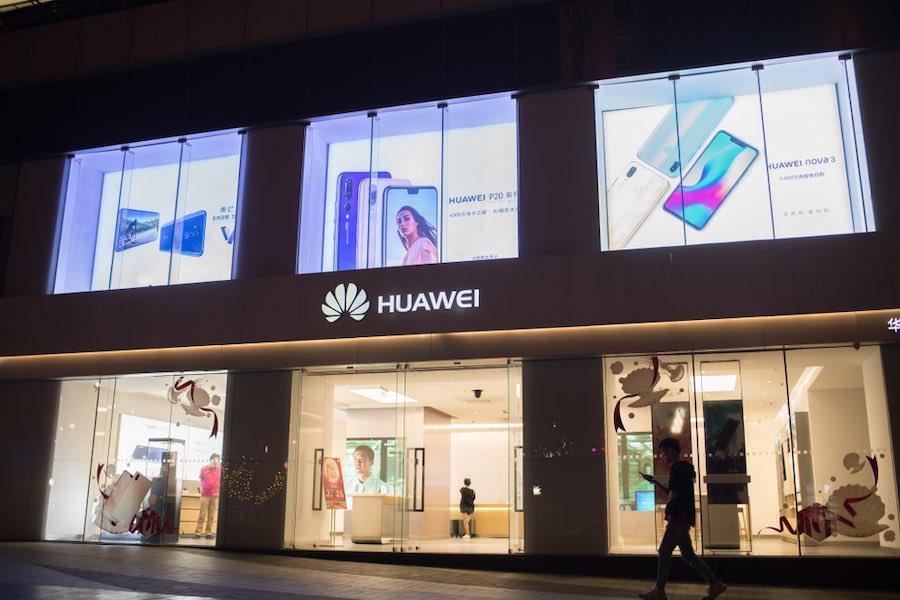 Huawei Shop at Night