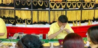 Thailand People Buy Gold