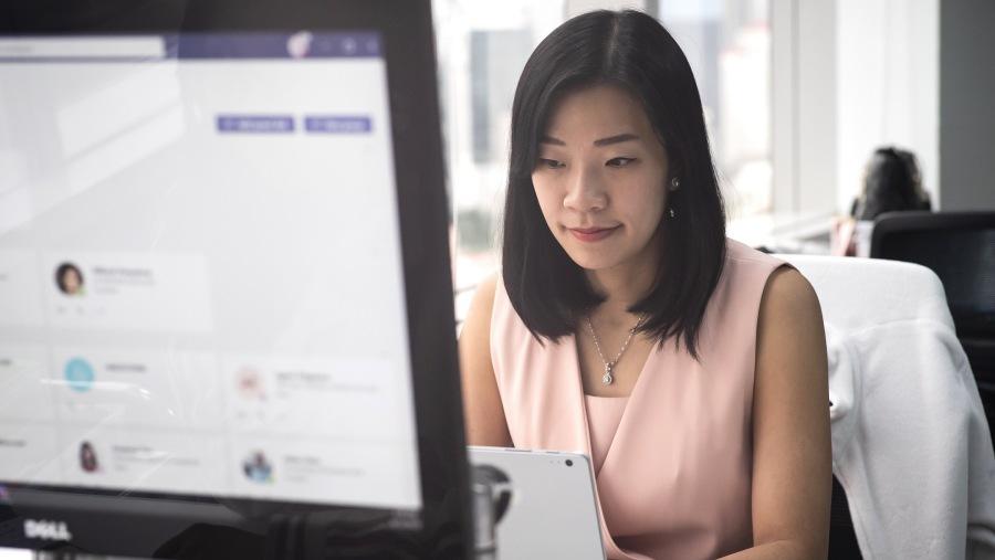 นางอาภาพร สกุลกิตติยุตสถาปนิกด้าน โซลูชั่น คลาวด์ หรือนักวิทยาการข้อมูลพนักงานผู้ทุ่มเทของไมโครซอฟท์ ประเทศไทย