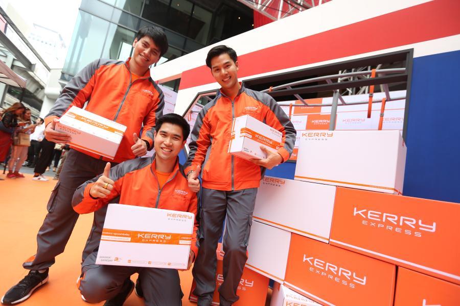 """""""BTS Express Service"""" จุดบริการใหม่ล่าสุดที่ให้ลูกค้าส่งพัสดุด่วนทั่วไทยได้อย่างสะดวกสบายบนรถไฟฟ้าบีทีเอสถึง 4 สถานี"""