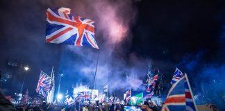 Pro Brexit supporters celebrates