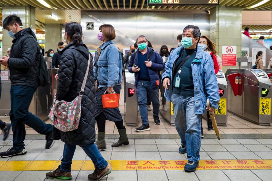 Taipei Taiwan People wear face masks ไต้หวัน