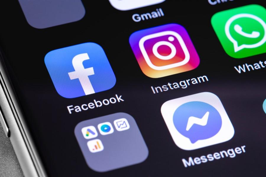 Facebook Instagram iPhone Screen