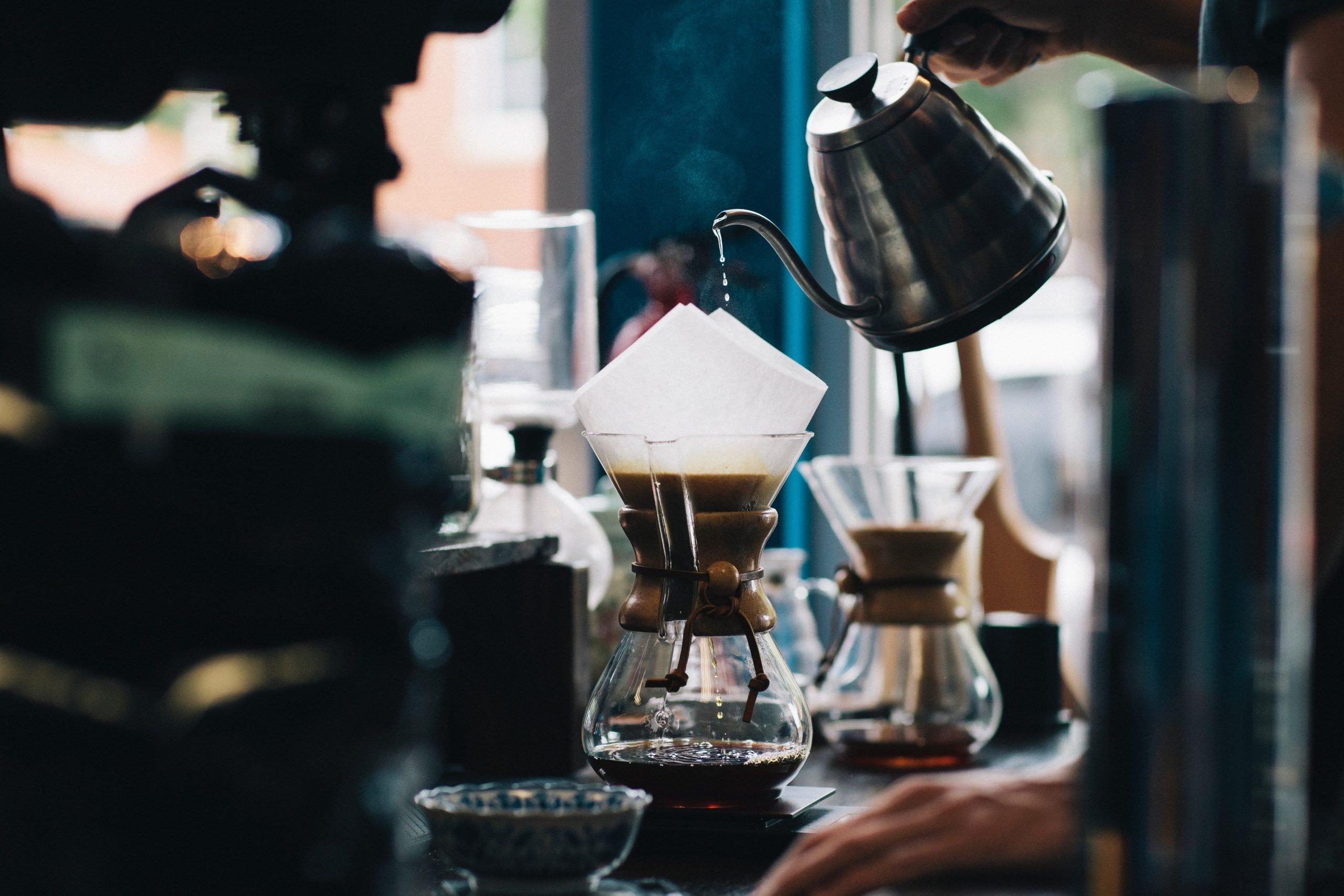 Brewing coffee in a jug